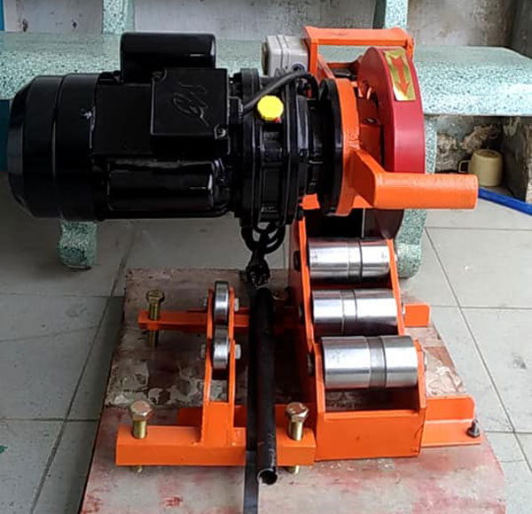 máy cắt ống thép thủy lực EPC215